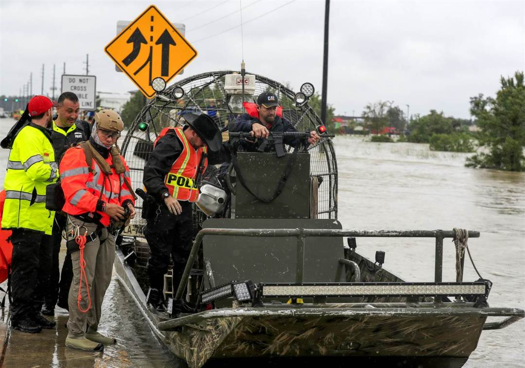 hurricane-harvey-uniformed-police